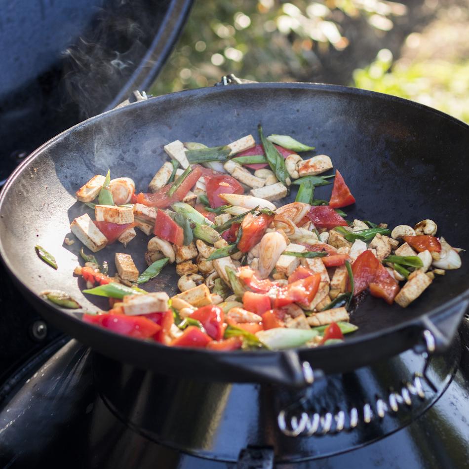 Vegetariánský wok na grilu
