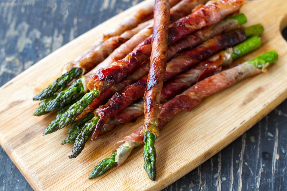 Chřest ve slaninovém kabátku