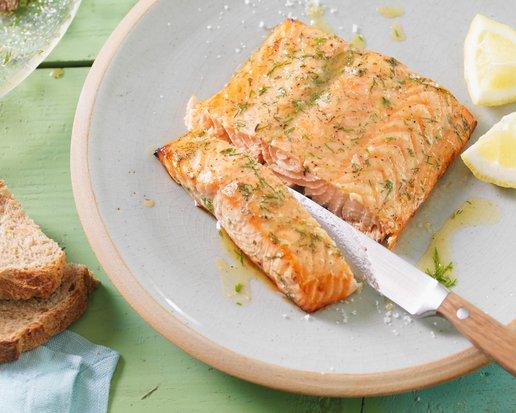 Filet z lososa s rozmarýnem, česnekem a olivovým olejem